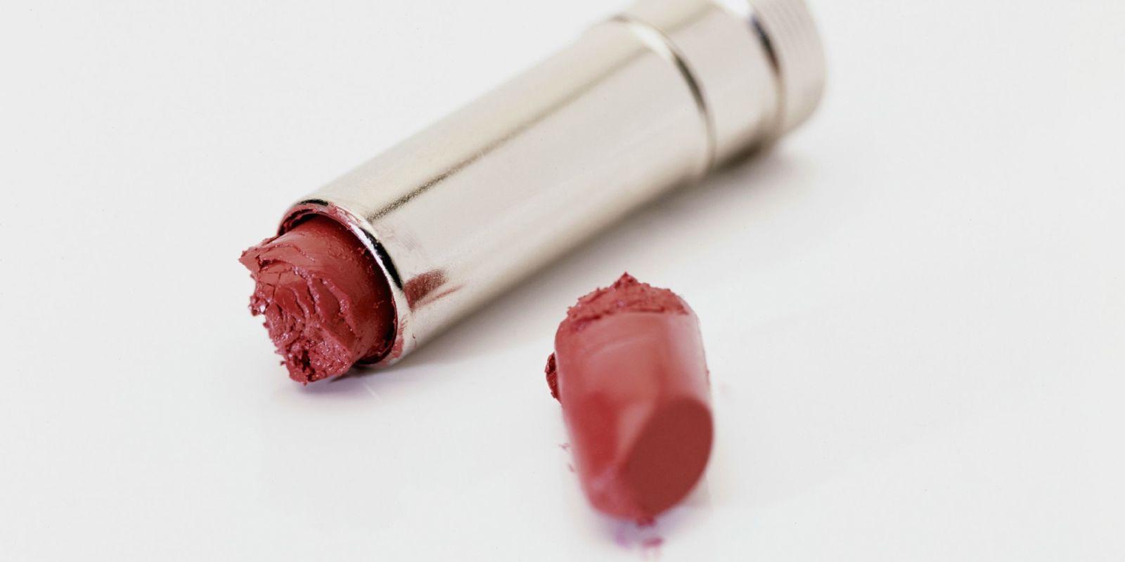 landscape-1437767333-broken-lipstick