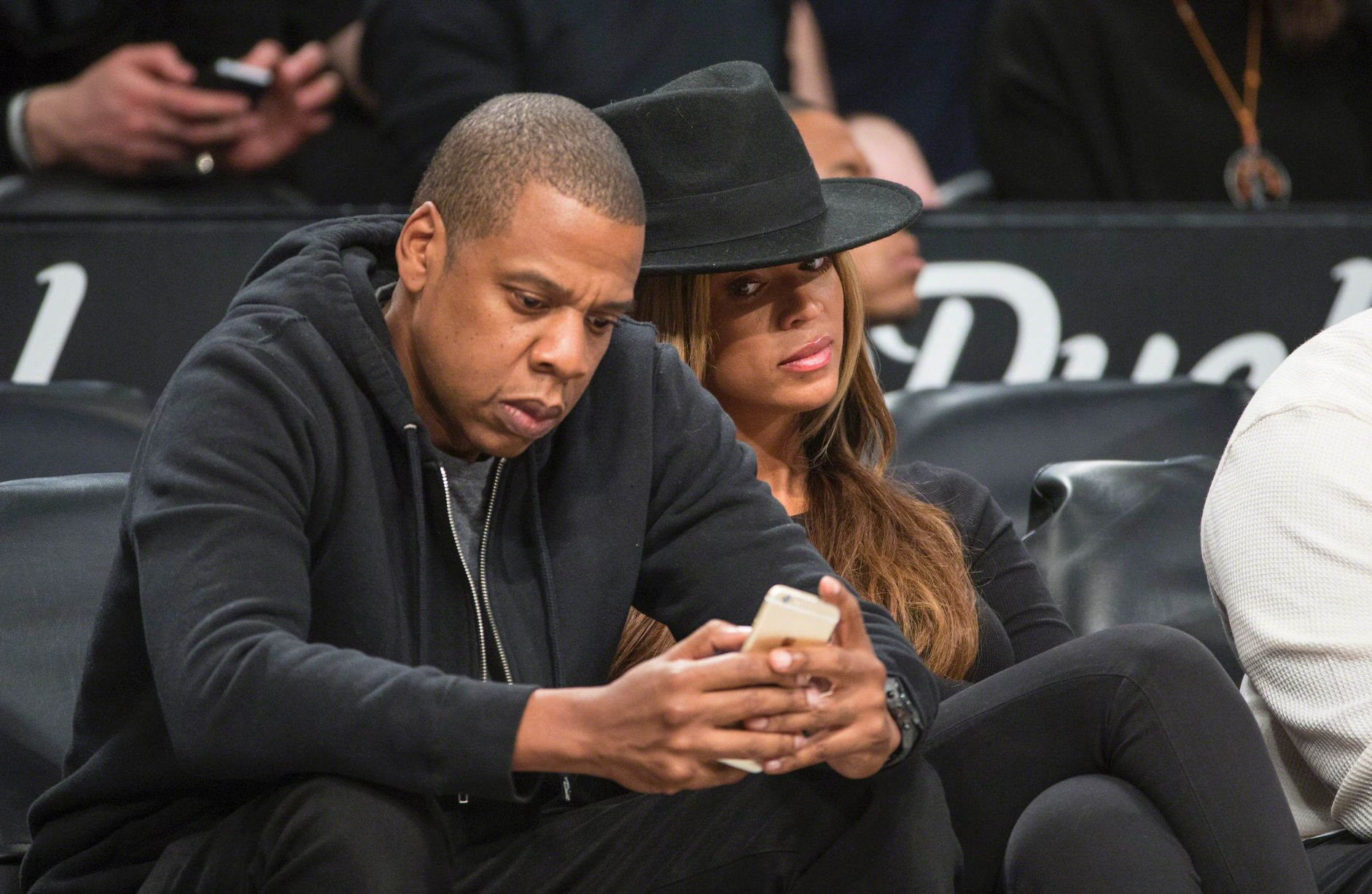 Jay-Z-and-his-wife-Beyonce-sit-courtside-during-the-Brooklyn-Nets-vs-the-Houston-Rockets-2015