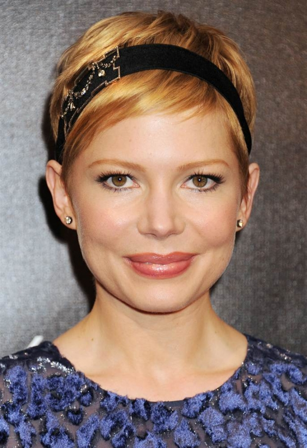 michelle-williams-headband-for-round-face-shapes