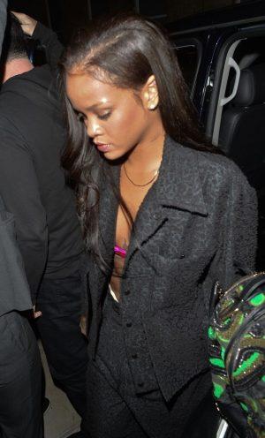 Rihanna-Arrives-Back-At-Her-Hotel-In-London