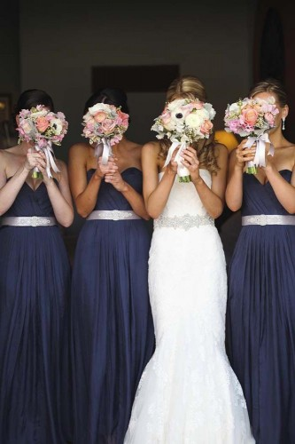 20-must-take-wedding-photos-with-your-bridesmaids-leia-fae-photography-333x500