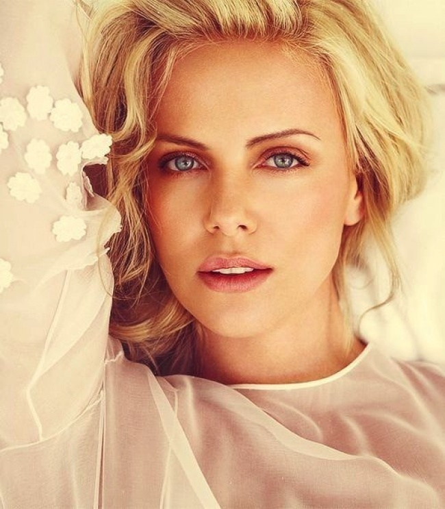 6211105-charlize-theron-il-beauty-look-650-c6c2508259-1472026733