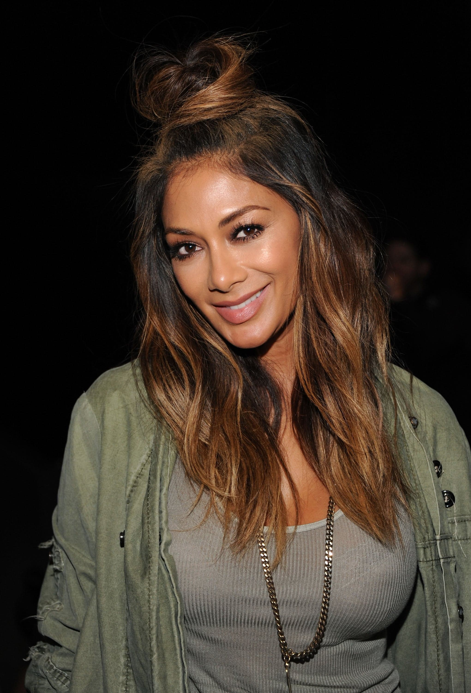 Nicole-tried-hairdo-year-half-topknot-soft-waves