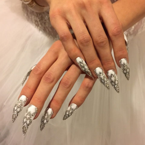 hbz-nail-shapes-stiletto-jcnguyen88_stiletto