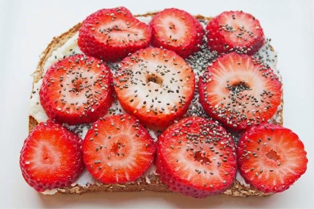 easy-healthy-breakfast-strawberry-chia-1