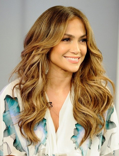 jennifer-lopez-long-hairstyles-center-parted-wavy-hair