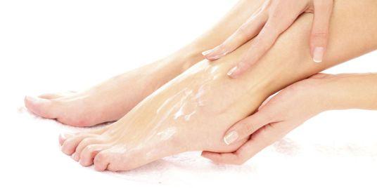 foot-cream-apply