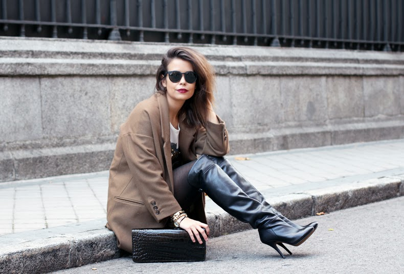 1353985665batman_top-high_boots-over_the_knee_boots-street_style-outfit